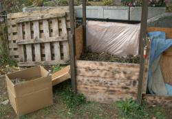 ダン箱堆肥と堆肥箱