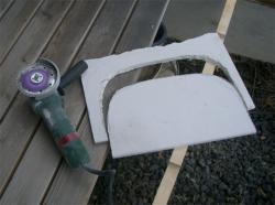 窯の扉-グラインダーでカットに成功