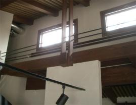 高窓下の放熱器
