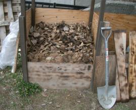 堆肥箱の板を外す