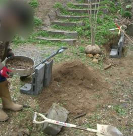掘った土から砂利分離