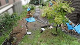 花壇と敷石完成