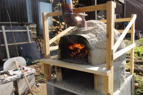 煙突があっっても窯口から熱気が