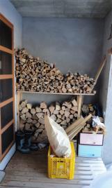 露天風呂横の薪