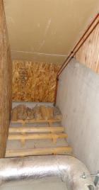 ストーブ裏の薪置き場が空に