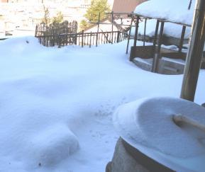 風呂のふたに積雪