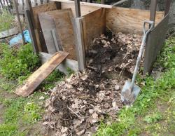 未熟堆肥を一端掻き出し
