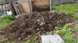 未熟堆肥を攪拌