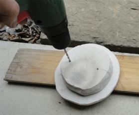 窯の煙突孔フタ-3枚重ねで削孔