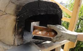 食パンも窯に投入