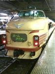 3月ダイヤ改正でお別れとなる、489系特急型車両を使ったホームライナー。