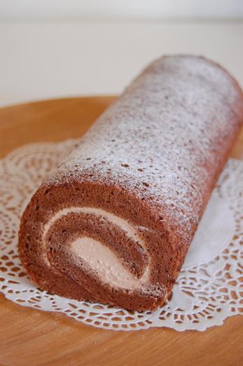 チョコロールケーキ
