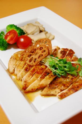 鶏ムネ肉のソテーバター醤油ソース