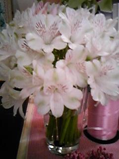 1005月アレンジ白の花