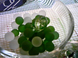 1007月アレンジ緑のビー玉