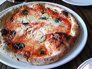 100903カナルカフェのピザ1