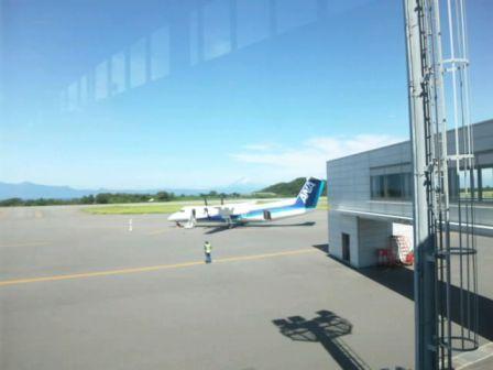 プロペラ機と富士山