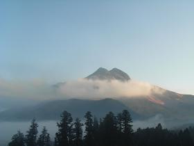 朝霧の由布岳