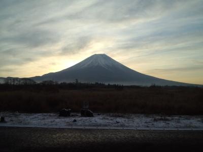 富士山が邪魔して陽が昇らない~