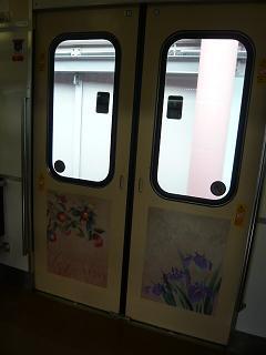電車の中のドア