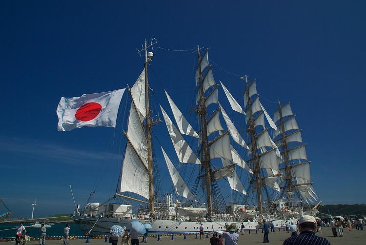 海王丸が御前崎に寄港