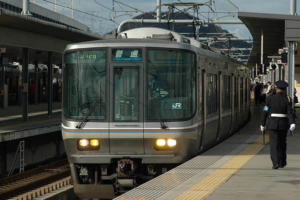 223系2000番台V30編成@姫路