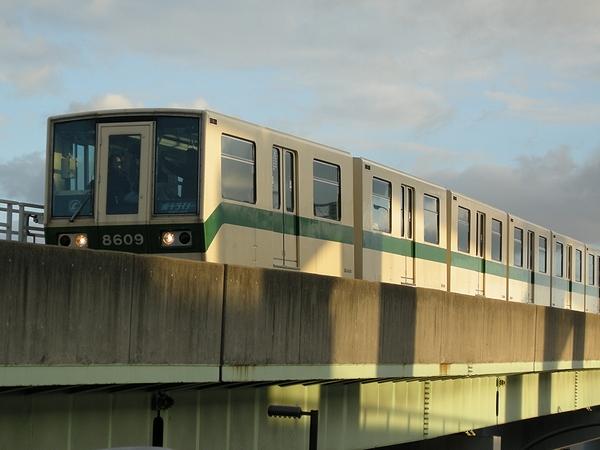 神戸新交通8000型