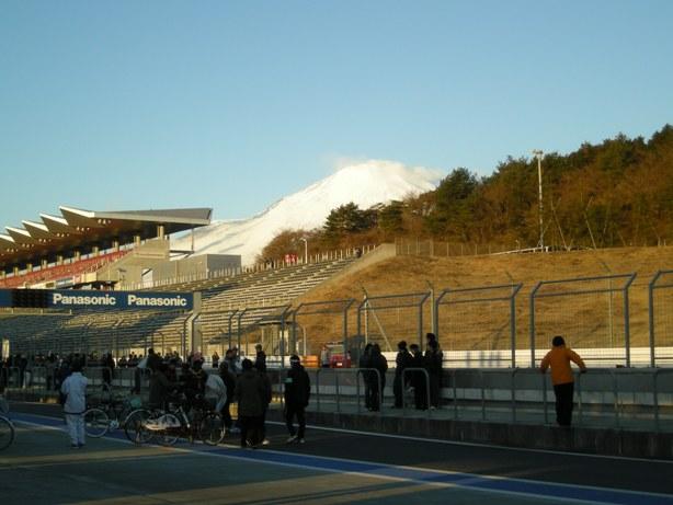 富士山のふもとで走ります