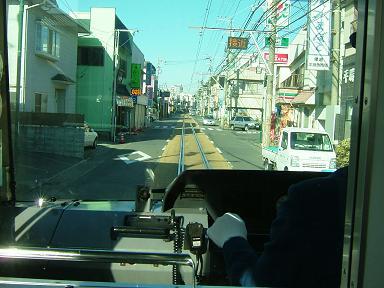 道路を走る江ノ電☆