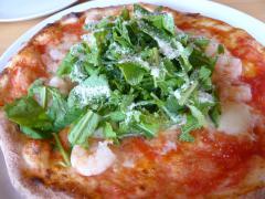 小えびとルッコラのピザ