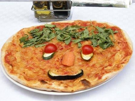 ピザ 笑顔