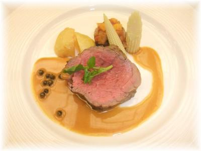 6)国産牛フィレ肉のグリエ ポアヴルソース