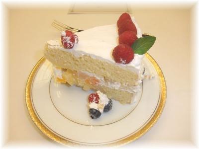 7)特注のアニバーサリーケーキ・ピース