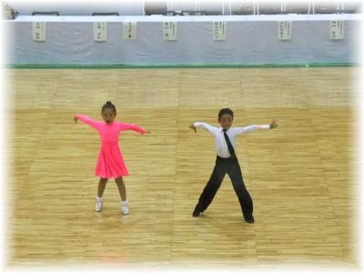 小学生低学年男女カップル・Lオナーダンス