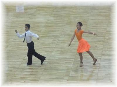 中学生男女カップルLオナーダンス