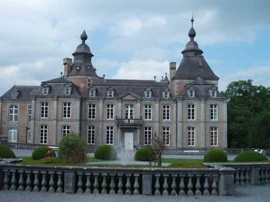 モダーヴ城の館