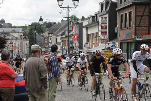 自転車レースの一団