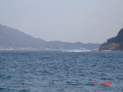 鵜戸漁港から十六島港を望む