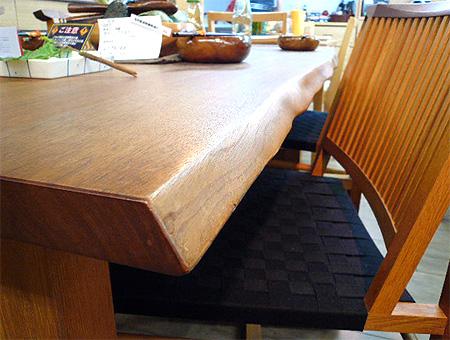 柏木工 ナラ無垢材のダイニングテーブル
