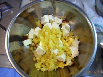 カステラ on クリームチーズ on パイナポォ