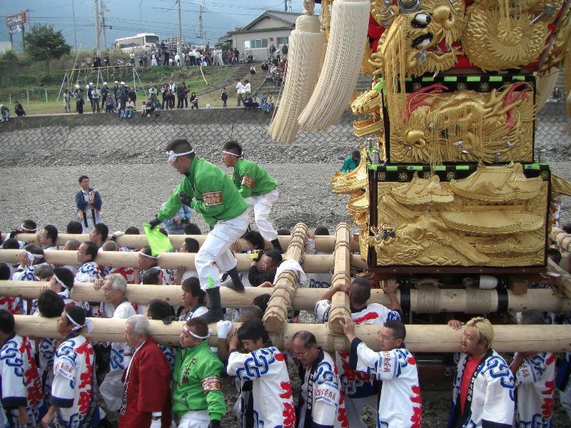 西条祭り 飯積神社祭礼 渦井川河川敷かきくらべ