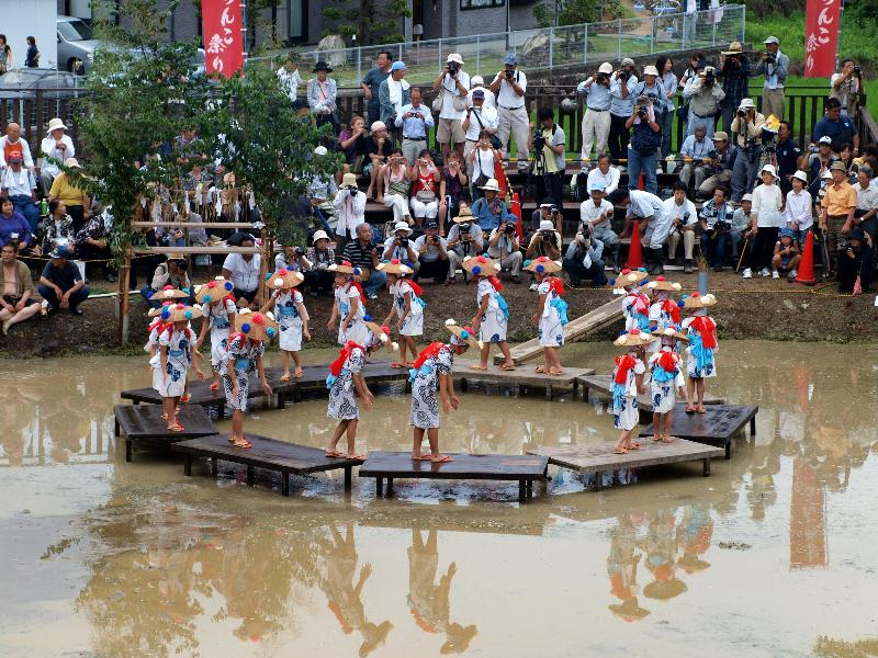 どろんこ祭り 城川町 早乙女の手踊り
