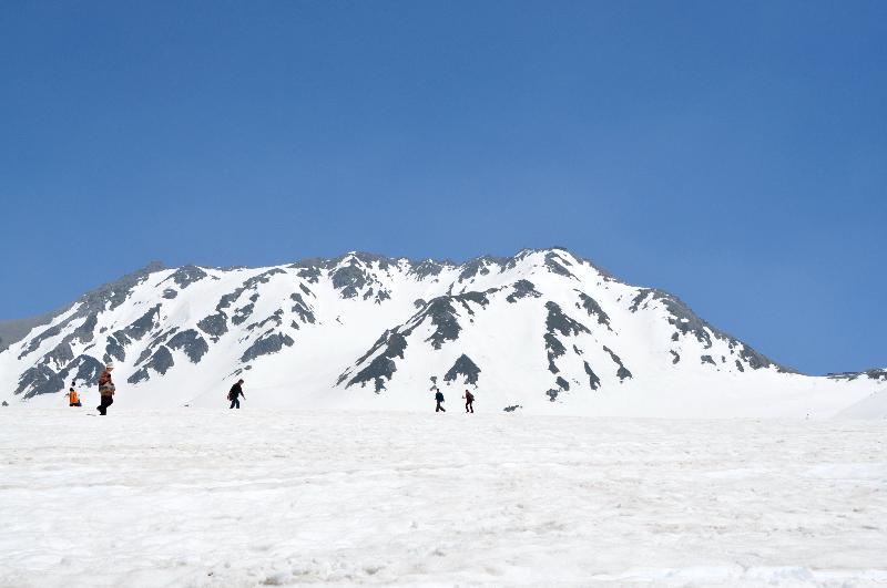 室堂 立山連峰 残雪の山岳風景