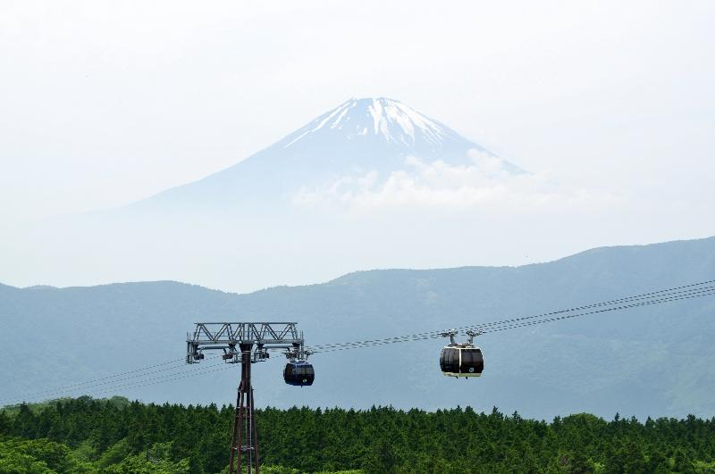 大涌谷 ロープウェイと富士山の風景