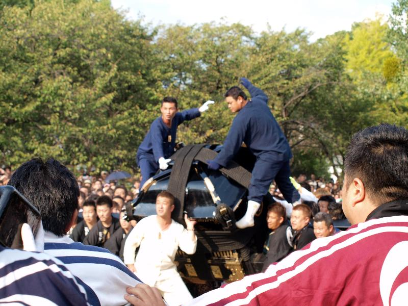 松山秋祭り 石手川緑地  鉢合わせ