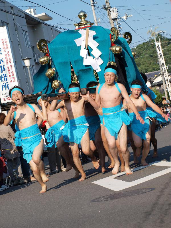 松山市勝岡  八幡神社の一体走り