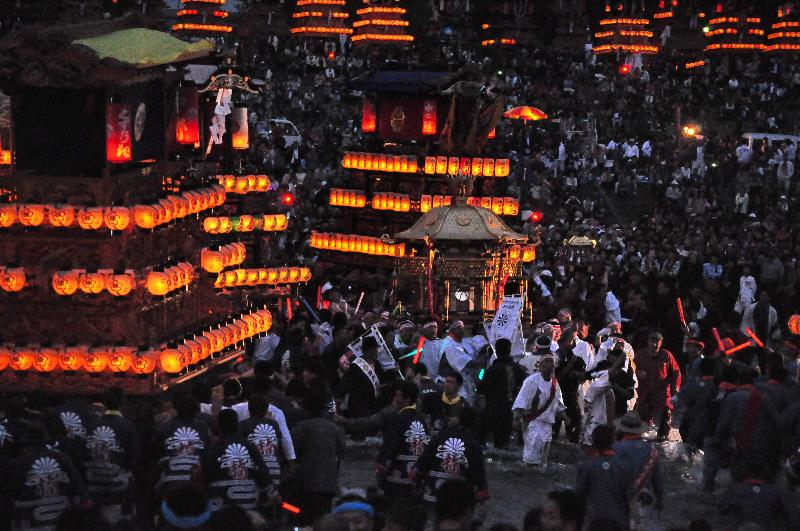 西条祭り 伊曽乃神社祭礼 川入 御神輿の渡御