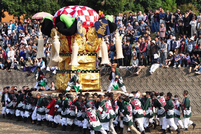 西条祭り 渦井河原かきくらべ 下組太鼓台