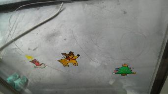 20101212窓にいたずら書き