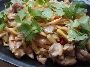 鶏と竹の子のタイ風炒め
